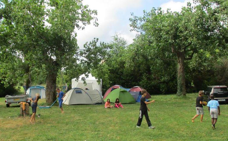 C'est possible de faire du camping quand on fait pipi au lit.