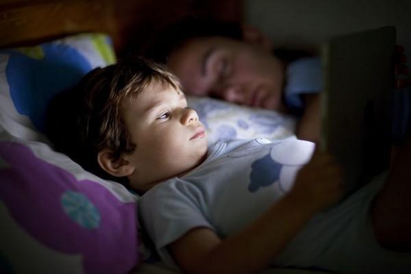 Informations causes et solutions pour la prise en charge du pipi au lit des enfants partir de - Adulte qui fait pipi au lit ...